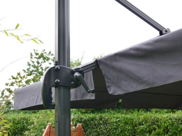 Verstellgriff für die Dachneigung entlang des Mastes