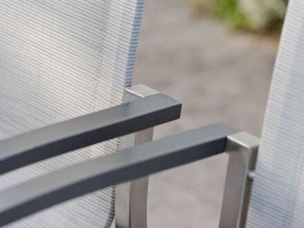 Vorschau: Evoee mit eleganten Aluminiumarmlehnen