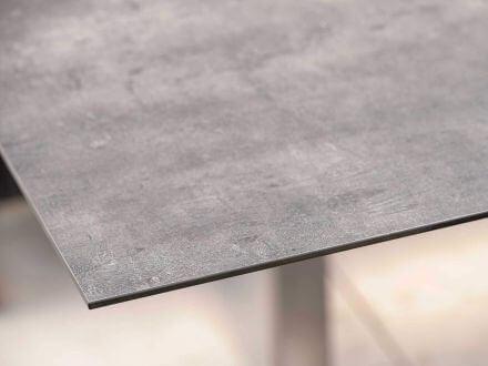 Vorschau: Stern Tischplatte Silverstar 2.0 Dekor Zement Ambientebild