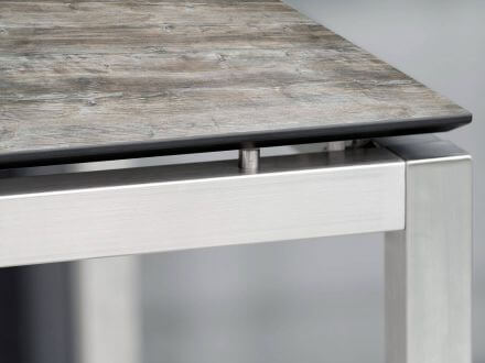 Vorschau: Detailbild Tischplatte mit schweizer Kante und schwebender Optik