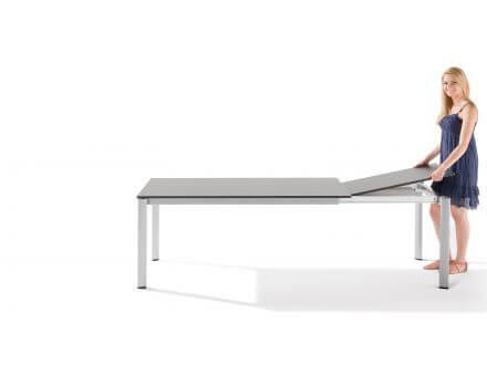 Vorschau: Beide Einlegeplatten auf der einen Seite im Tisch verstaubar