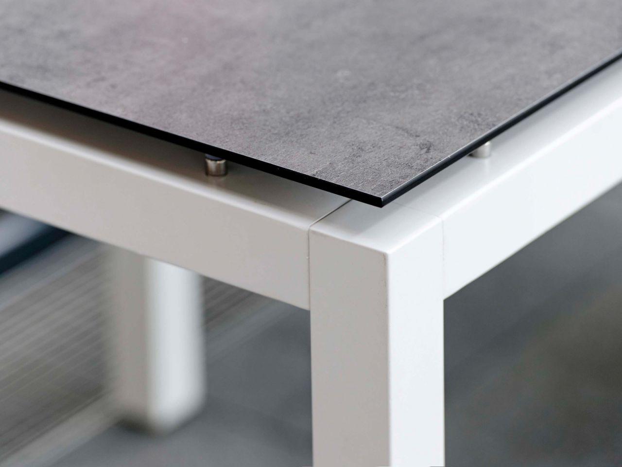 Detailbild Tischplatten-Dekor Zement