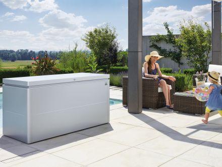 Vorschau: LoungeBox - Ambientebild im Garten