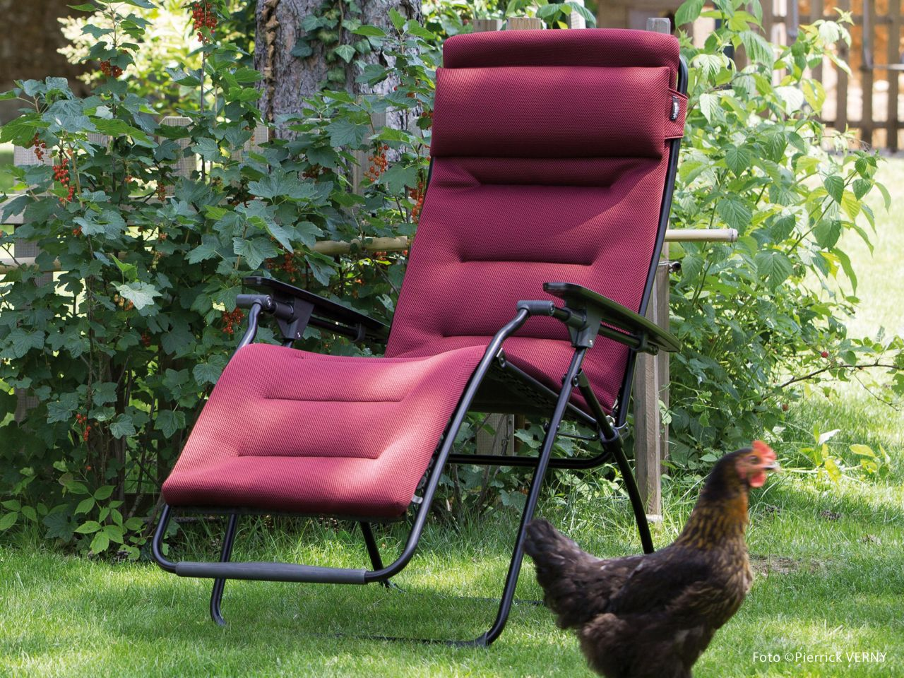 Futura Air Comfort bordeaux im Garten