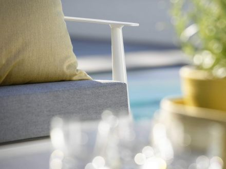 Vorschau: Stern Vanda 3-Sitzer Sofa weiß mit Auflage seidengrau