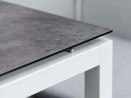 Vorschau: Detailbild Tischplatten-Dekor Zement