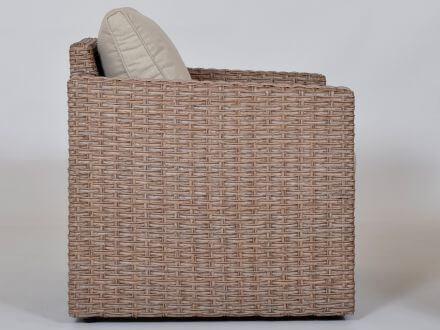 Vorschau: Loungesessel mit leicht angeschrägten Armlehnen