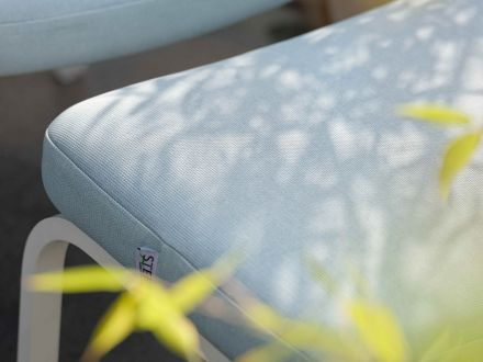 Vorschau: STERN Fußhocker STAN Alu mit Softtextil weiß|hellblau
