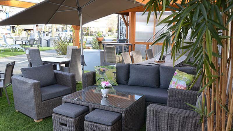 Loungemöbel in unserer Außenausstellung