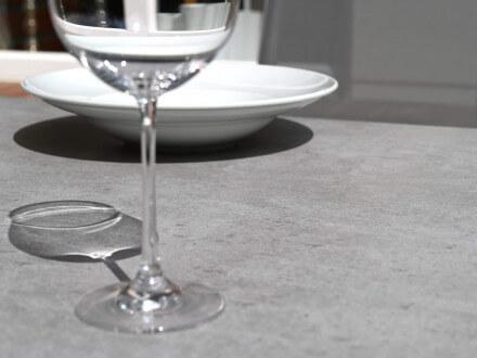 Vorschau: Lünse Aluminium Glas-Keramik Gartentisch Maine Detailbild