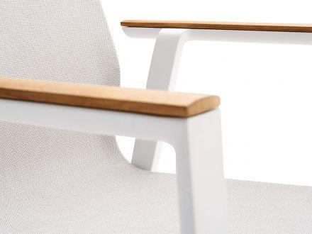 Vorschau: solpuri Soul Stapelsessel hoch white mit Teak-Armlehne