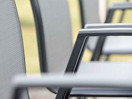 Vorschau: Alu Stapelsessel Ron mit Aluminiumarmlehnen graphit