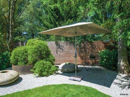 Vorschau: Glatz Alu-Twist quadratisch Ambientebild im Garten