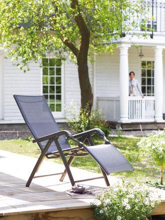 Vorschau: Kettler Relaxliege Lucca Ambientebild im Garten