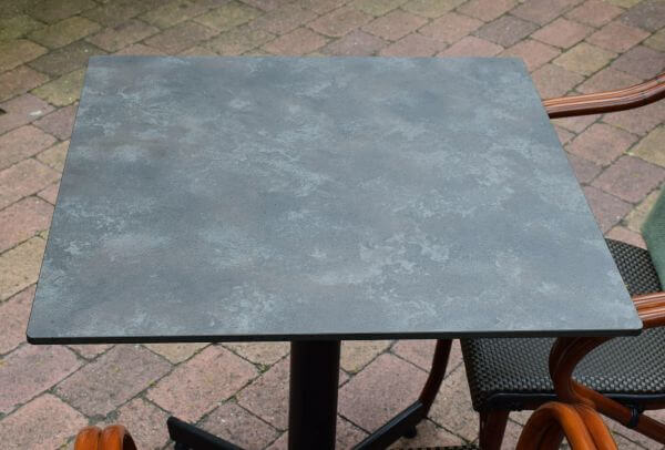 stable-table-gartentisch-wackeln